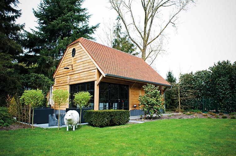 Crown oak europe u werken met kwaliteitseikenhout vereist