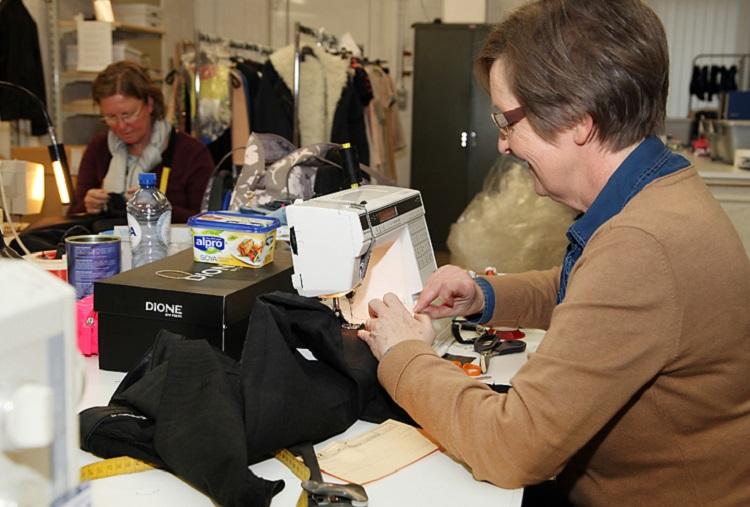 Bij Yzer Fashion gonst het altijd van de aangename bedrijvigheid. In een  gemoedelijke familiale sfeer doet het 29-koppig team er alles aan om de  klanten ... ff6962d829